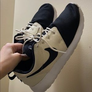 Two toned Nike roshes